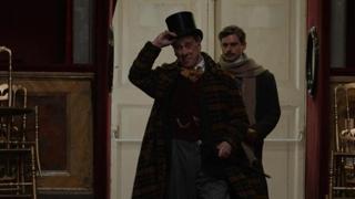 Toni Servillo interpreta Eduardo Scarpetta in