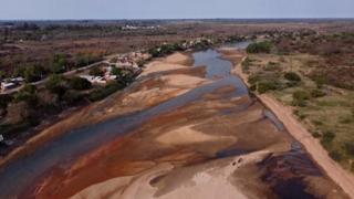 Il livello del Paranà è sceso al minimo storico: le immagini della secca