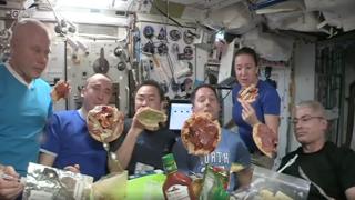 Un pizza party «galleggiante»: il video dalla Stazione spaziale internazionale