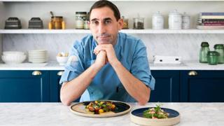 L'insalatina di pomodori e gambero di Mazara dello chef Massimiliano Blasone