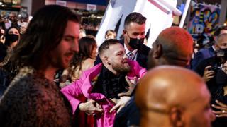Mtv Music Awards, rissa sfiorata (per una foto) tra McGregor e Machine Gun Kelly