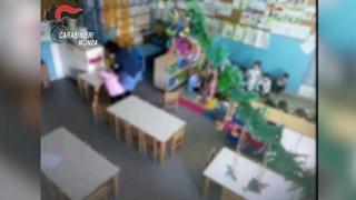 Monza, maestra d'asilo denunciata per maltrattamenti sui bambini: i video ripresi dalle telecamere spia