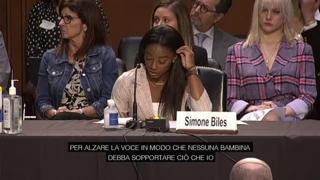 Simone Biles in lacrime al processo per violenze sulle atlete olimpiche