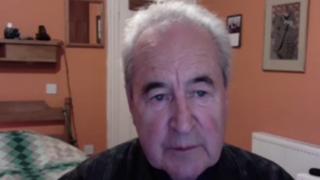John Banville: «La nostra vita è un continuo ascoltare e raccontare storie»