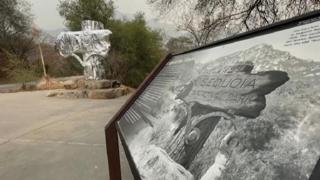 Usa, incendio minaccia sequoie giganti: avvolte in coperte ignifughe