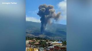 Canarie, erutta il vulcano sull'isola di La Palma