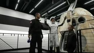 Space X, rientrati i primi turisti spaziali: l'ammaraggio della capsula al largo della Florida