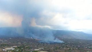 Eruzione alle Canarie, le immagini aeree del vulcano Cumbre Vieja