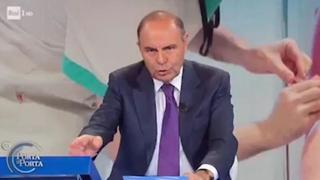 Mariano Amici sospeso, Vespa lo aveva silenziato in diretta: «Se non si vaccina spero venga radiato»