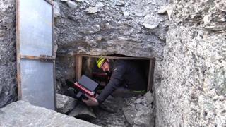 Nella grotta dei soldati a 3.100 metri: lo scioglimento dei ghiacci svela i resti della Guerra Bianca
