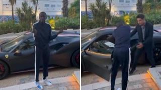 Khabi Lame insegna a Charles Leclerc a salire sulla Ferrari