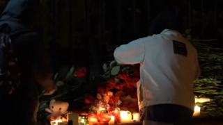 Russia, fiori e candele davanti al campus per ricordare le vittime