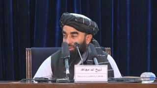 Afghanistan, talebani: «Le donne torneranno a scuola il prima possibile»