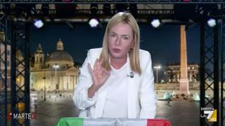 Sabina Guzzanti è Giorgia Meloni: «Michetti l'avevo sentito solo in radio»