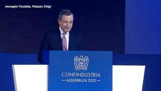 Draghi: «Un governo che cerca di non far danni è già molto, ma non basta». Applausi dalla platea