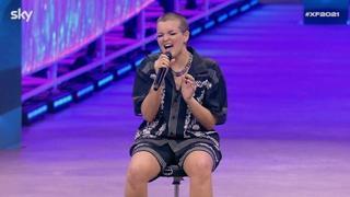 X Factor, la concorrente Febe cura gli attacchi di panico con il canto: si esibisce seduta ed emoziona la giuria