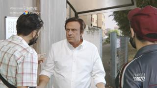 Crozza nei panni di Carlo Calenda: «L'uomo che sussurrava ai citofoni»