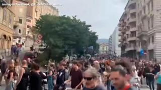 Corteo no Green pass a Trieste, migliaia di persone in strada
