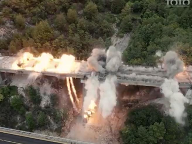 L'Aquila, la demolizione controllata del Viadotto Cerqueta sulla A24