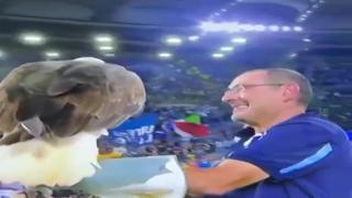 Lazio-Roma: Sarri con l'aquila Olimpia festeggia sotto la curva