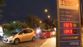 Gb: manca la benzina, a Londra lunghe code davanti ai distributori