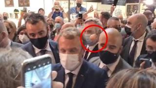 Francia, Macron colpito da un uovo a Lione: contestatore centra il presidente