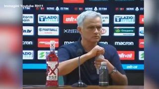 Roma, caos dopo il derby: Mourinho furioso lascia la conferenza stampa