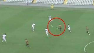 Brasile, in gol con il pazzo tiro da metà campo