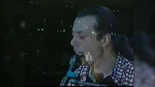 Federico Salvatore, quando cantava il suo successo «Azz...»