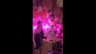 Francesca Sofia Novello, festa con Valentino Rossi e gli amici per i 28 anni