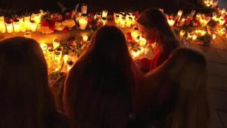 Norvegia, a Kongsberg fiori e candele per le vittime della strage
