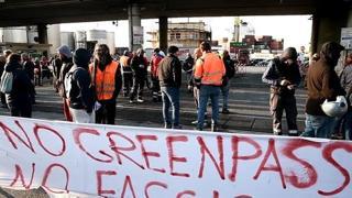 Genova, varco di Ponte Etiopia bloccato dai no green pass