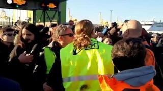 Trieste, lavoratore tenta di bloccare l'accesso al porto: fermato dagli stessi portuali