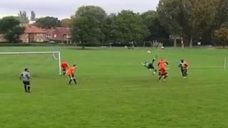 Inghilterra, il gol in quota con la sforbiciata volante