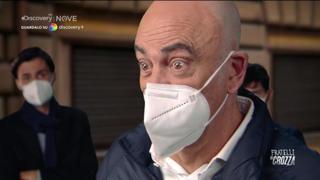 Crozza-Michetti: «Non riesco a dire che sono antifascista... colpa della tosse»