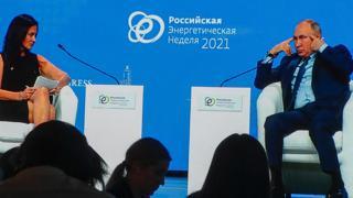 Putin scocciato con la reporter Usa: «Lei è una bella donna ma non ascolta»