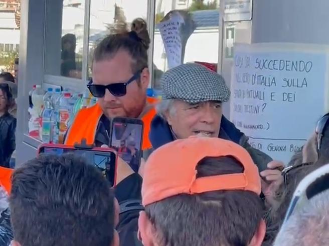 No Green pass, a Trieste spunta Enrico Montesano tra i portuali che protestano