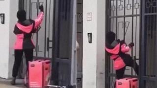 Rider per la consegna del cibo si trova davanti ad una porta chiusa, ma non si arrende