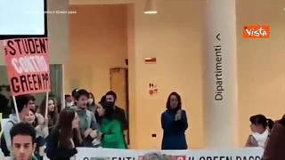 No Green pass, studenti e docenti occupano l'Università di Torino