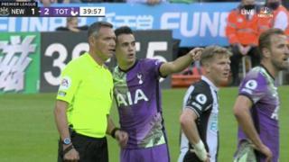 Newcastle-Tottenham, malore per un tifoso sugli spalti: i calciatori si accorgono e il match viene sospeso