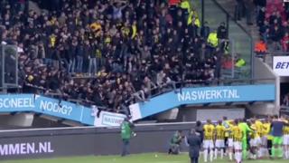 Calcio, i tifosi del Vitesse festeggiano la vittoria: crolla una parte di tribuna