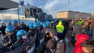 Porto di Trieste, la polizia comincia lo sgombero dei manifestanti