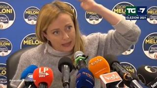 Meloni: «Berlusconi federatore? Sono gli stessi che 10 anni fa lo volevano in carcere»