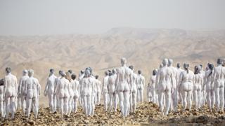 I 200 nudi dell'artista Spencer Tunick per salvare il Mar Morto