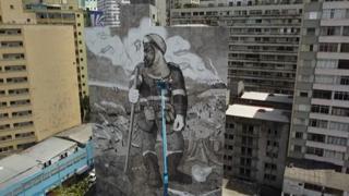 Brasile, il murale realizzato con la cenere dell'Amazzonia