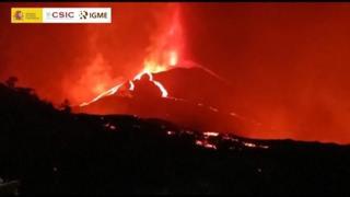 Spagna, il vulcano Cumbre Vieja alle Canarie continua a eruttare un mese dopo