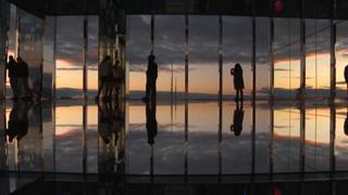 A New York spopola «Air», la piattaforma trasparente a oltre 300 metri di altezza