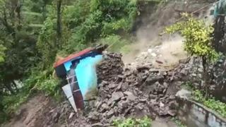 Maltempo, in India 46 vittime: le immagini del crollo di un edificio