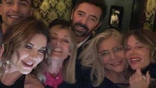 Mara Venier, il compleanno con gli amici è canterino...