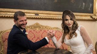 Andrea Romano (deputato Pd) e Sara Manfuso si sono sposati: «Le nostre nozze come una riunione di partito»
